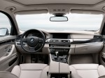 BMW 5-Series 520d Touring 2010 Photo 01