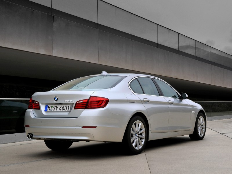 bmw 5 series sedan 530d 2010 bmw 5 series sedan 530d 2010 photo 33 car in pictures car photo. Black Bedroom Furniture Sets. Home Design Ideas