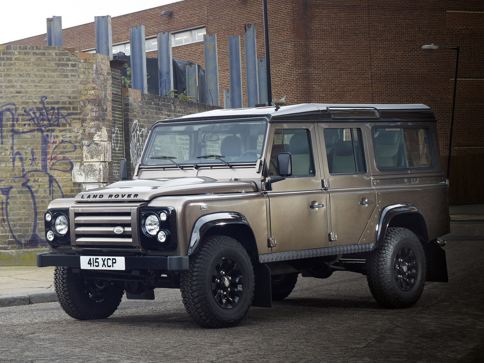 http://carinpicture.com/wp-content/uploads/2012/01/Land-Rover-Defender-110-Station-Wagon-X-Tech-Edition-2011-Photo-04.jpg