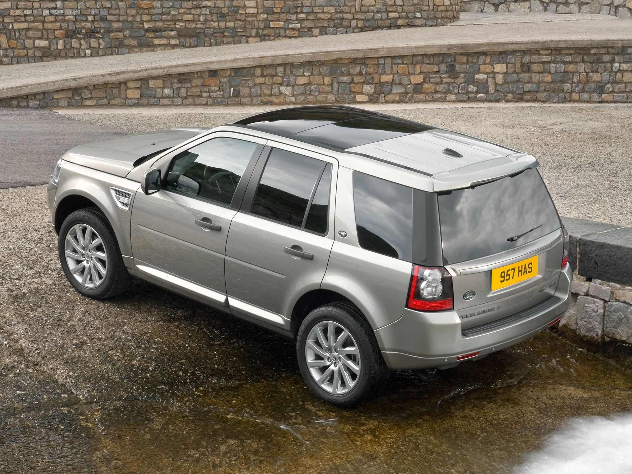 land rover freelander 2 2010 land rover freelander 2 2010 photo 14 car in pictures car photo. Black Bedroom Furniture Sets. Home Design Ideas