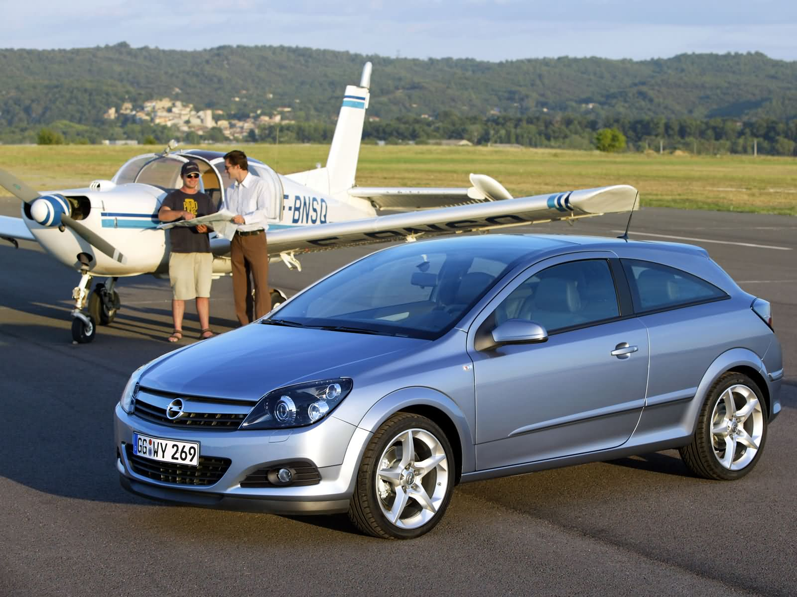 opel astra h gtc 2005 opel astra h gtc 2005 photo 04 car in pictures car photo gallery. Black Bedroom Furniture Sets. Home Design Ideas
