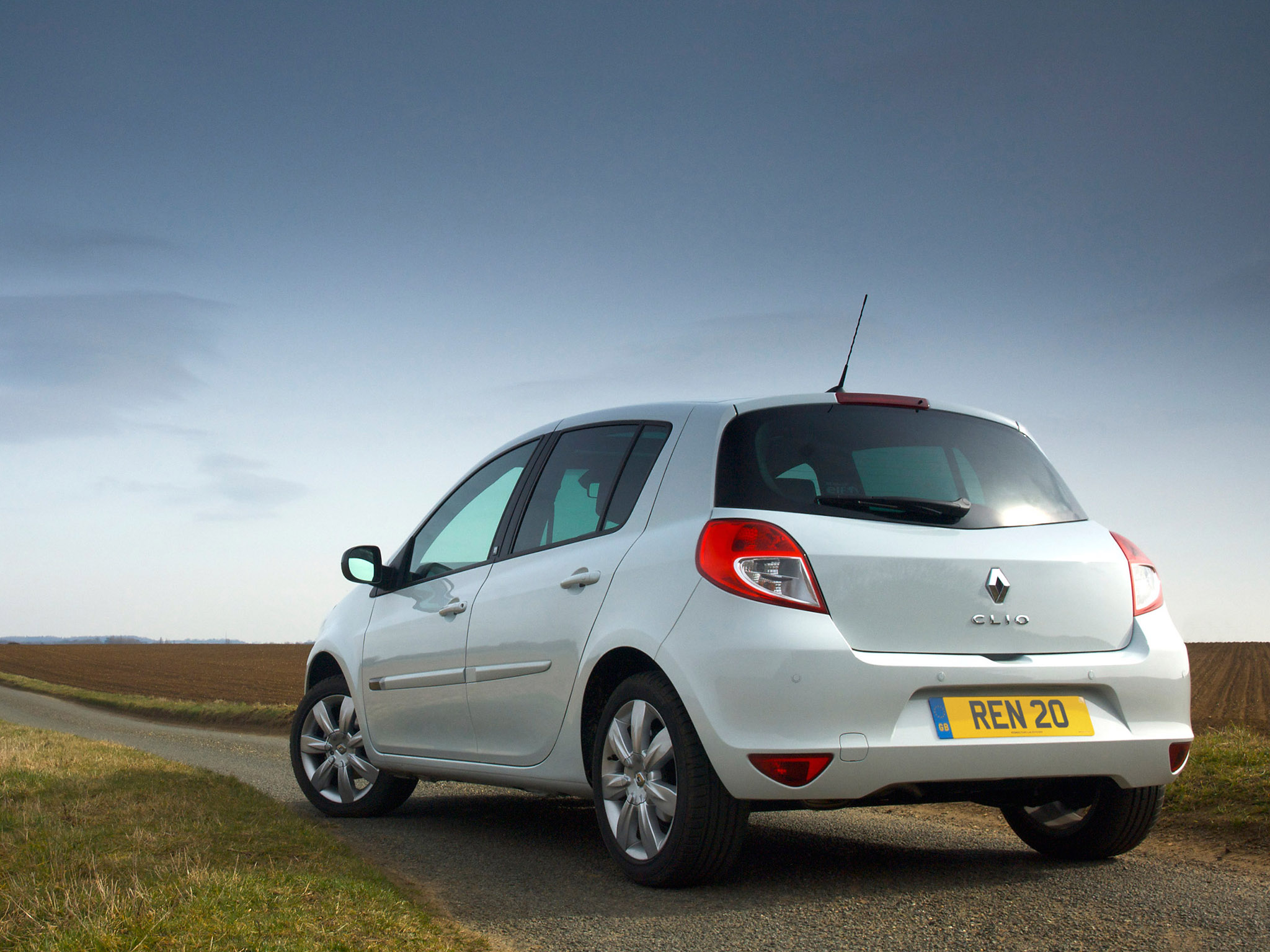 renault clio 20th uk 2010 renault clio 20th uk 2010 photo 04 car in pictures car photo gallery. Black Bedroom Furniture Sets. Home Design Ideas