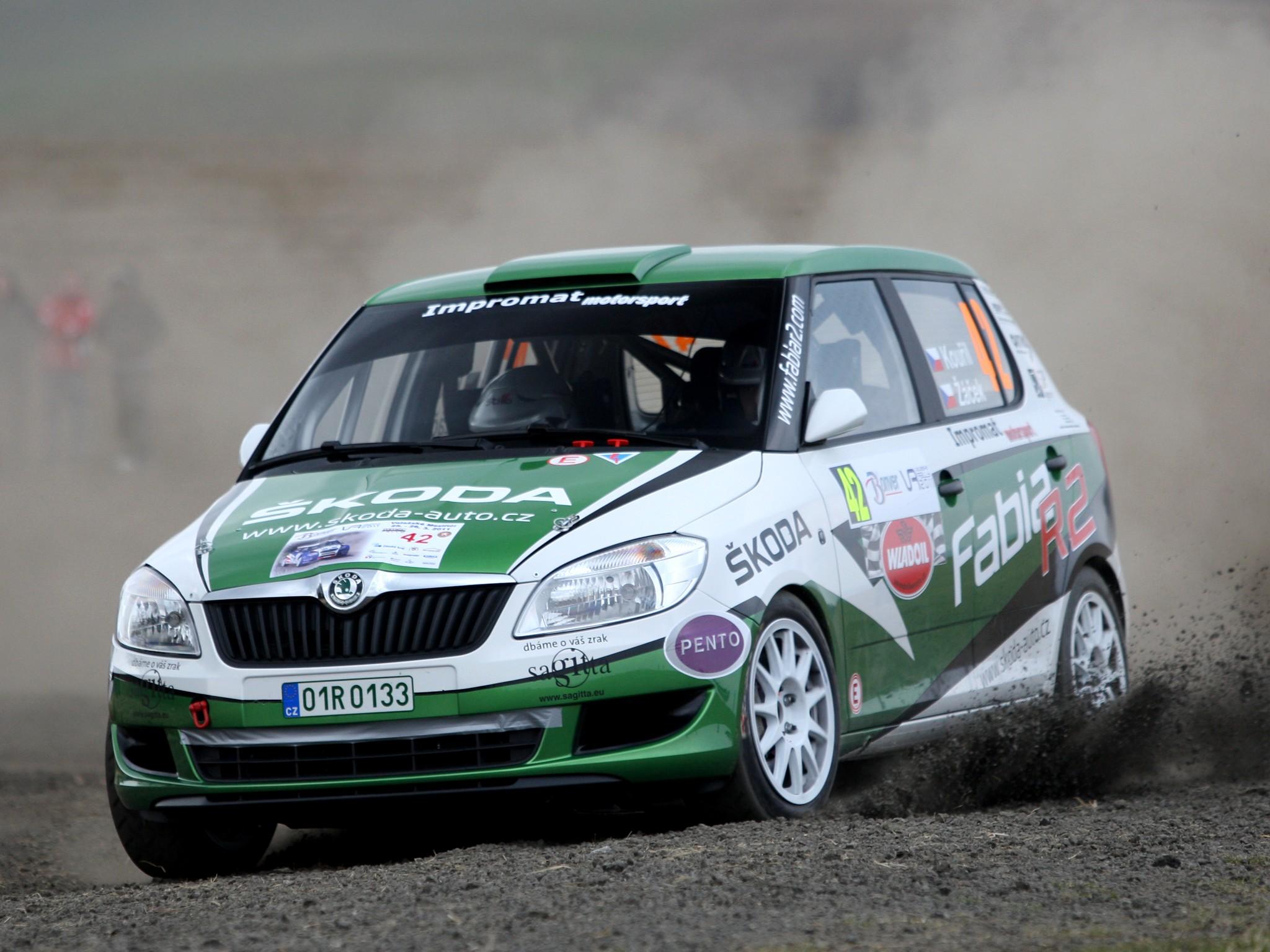 Skoda-Fabia-R2-Rally-2011-Photo-03.jpg