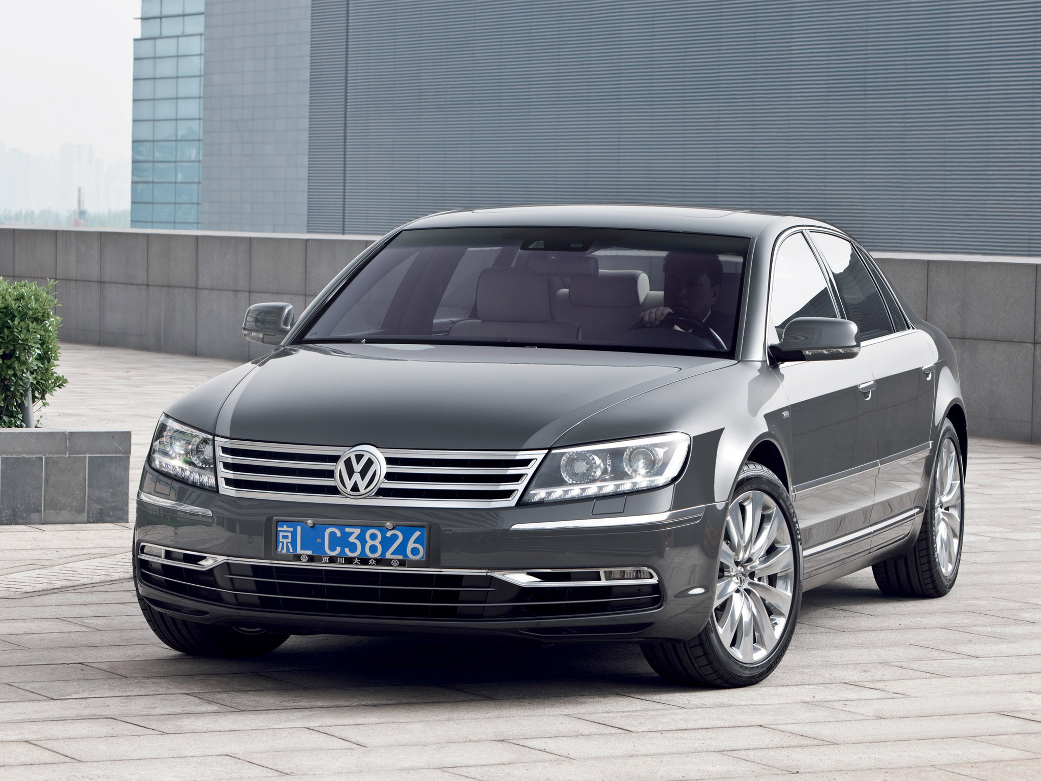 volkswagen phaeton w12 2010 volkswagen phaeton w12 2010 photo 04 car in pictures car photo. Black Bedroom Furniture Sets. Home Design Ideas