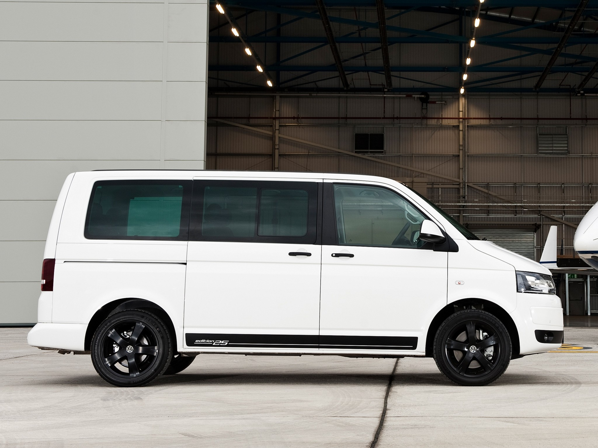 car in pictures car photo gallery volkswagen t5 caravelle edition 25 uk 2010 photo 05. Black Bedroom Furniture Sets. Home Design Ideas