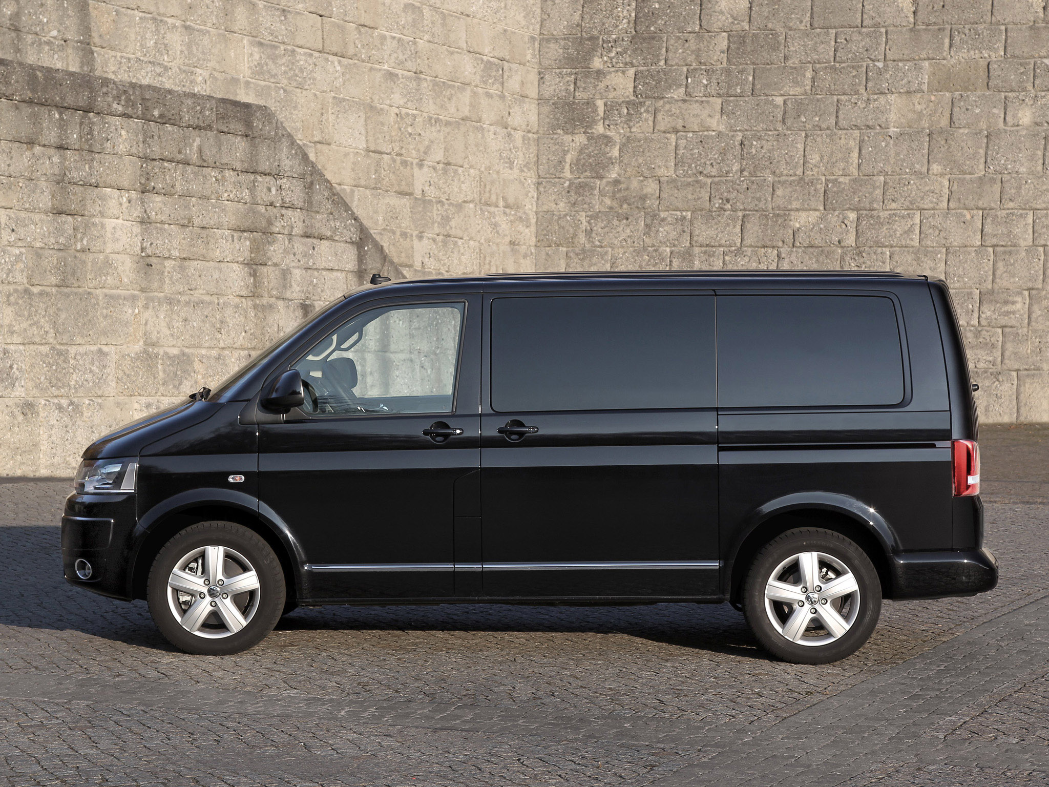 volkswagen t5 multivan business 2011 volkswagen t5 multivan business 2011 photo 04 car in. Black Bedroom Furniture Sets. Home Design Ideas