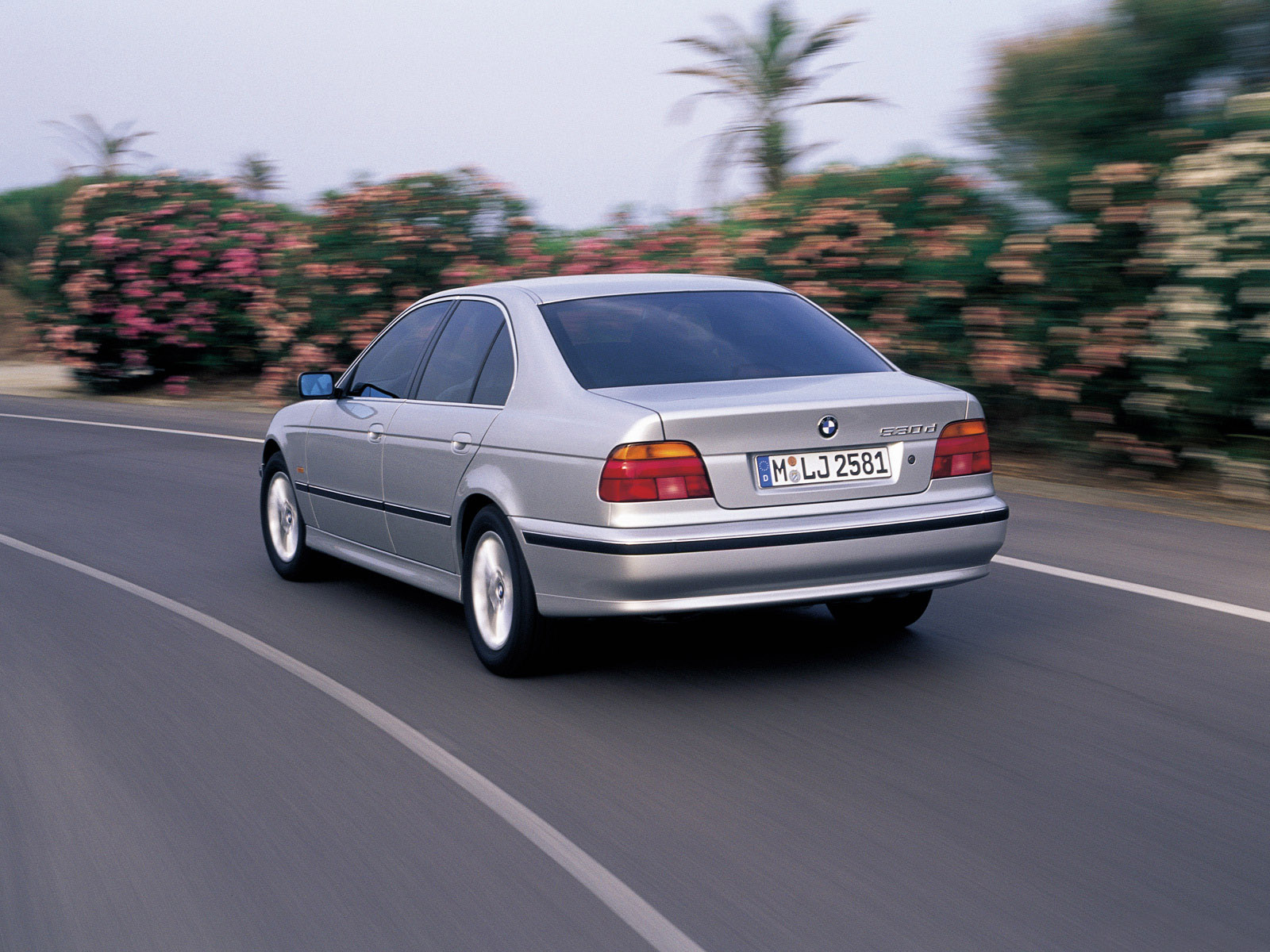 Bmw 5 Series Sedan E39 1995 2003 Photo 20 Car In Pictures Car Photo Gallery