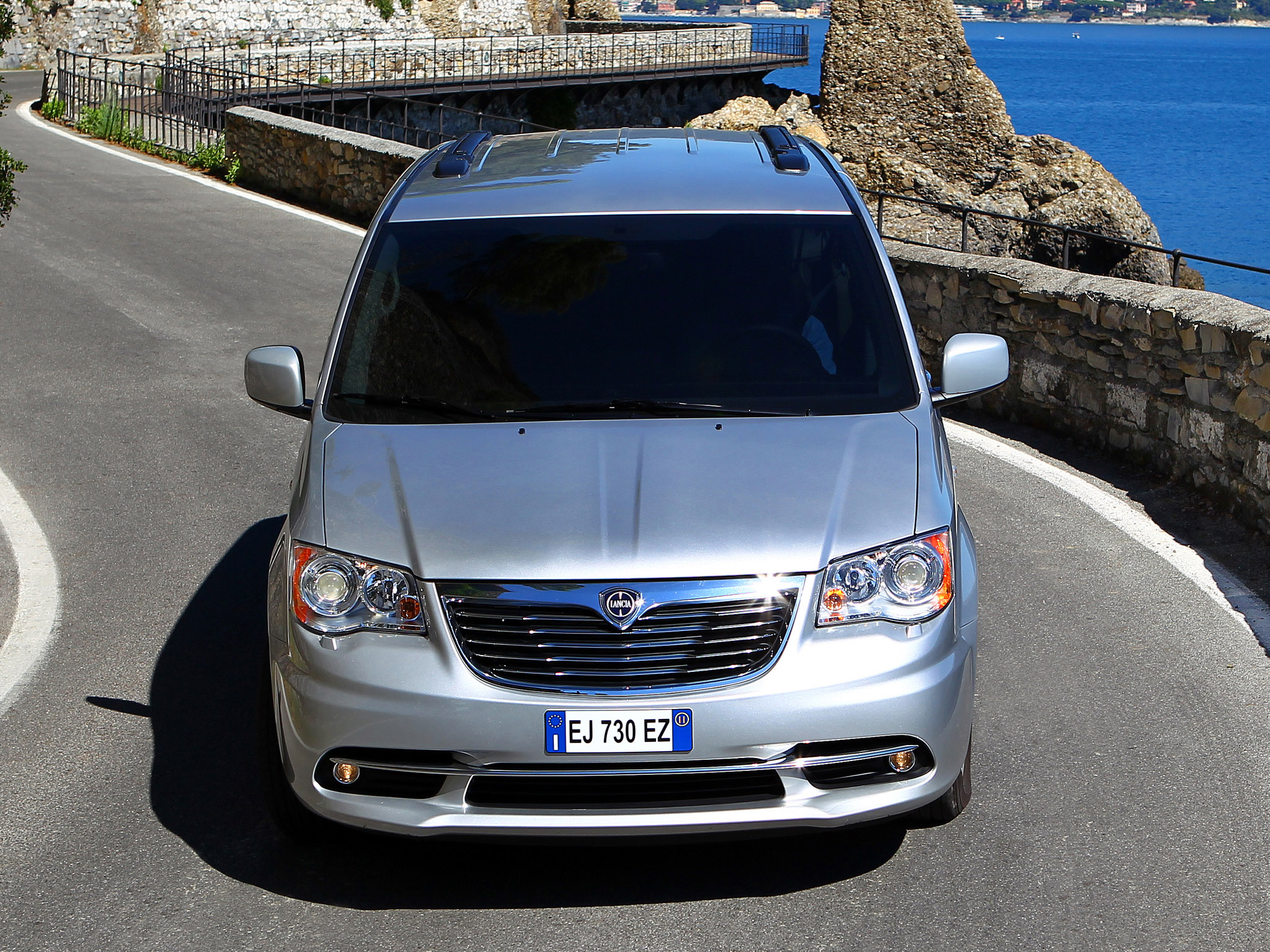 lancia grand voyager 2011 lancia grand voyager 2011 photo 09 car in pictures car photo gallery. Black Bedroom Furniture Sets. Home Design Ideas