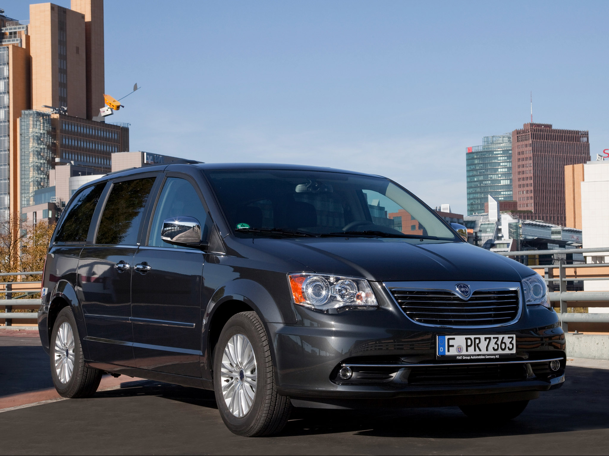 lancia grand voyager 2011 lancia grand voyager 2011 photo 15 car in pictures car photo gallery. Black Bedroom Furniture Sets. Home Design Ideas