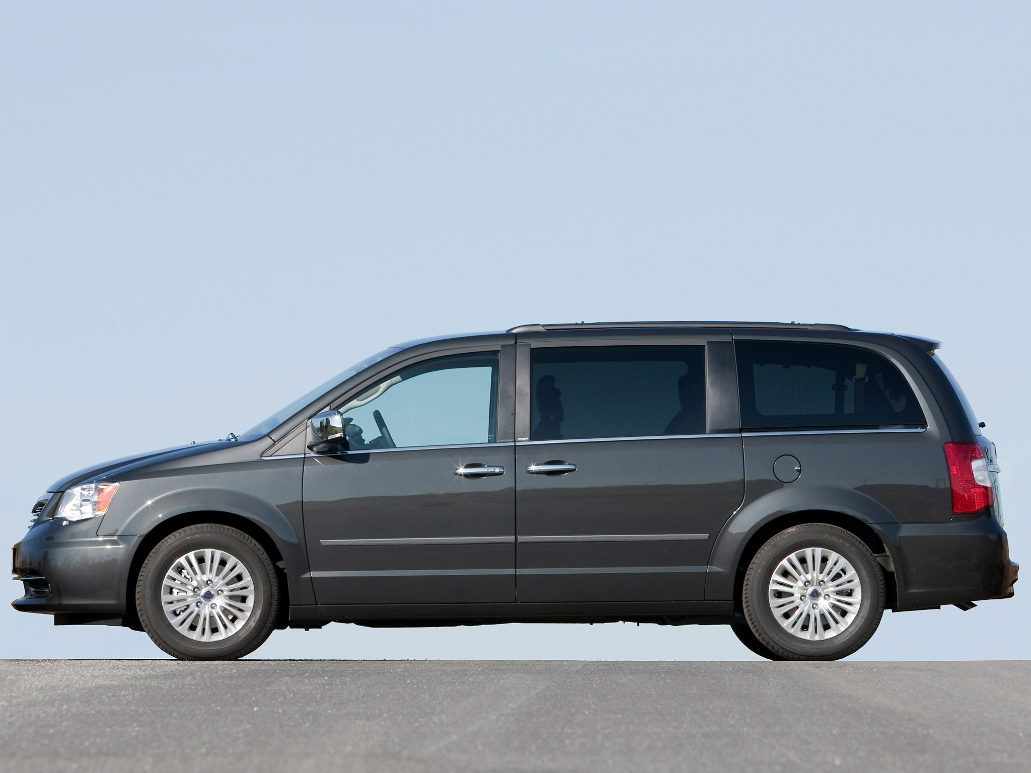 lancia grand voyager 2011 lancia grand voyager 2011 photo 16 car in pictures car photo gallery. Black Bedroom Furniture Sets. Home Design Ideas