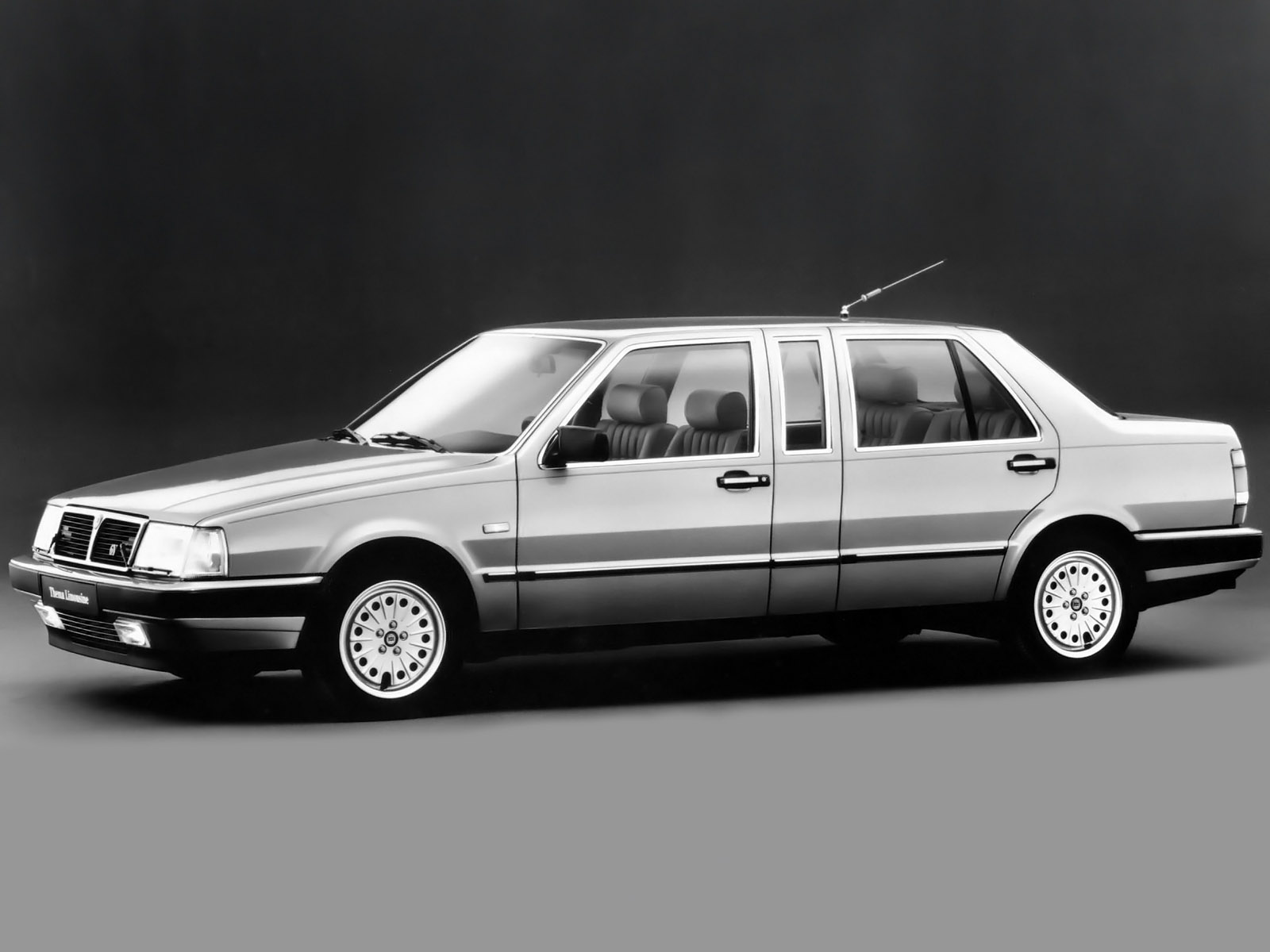 http://carinpicture.com/wp-content/uploads/2012/07/Lancia-Thema-2.8-V6-Limousine-1984-1988-Photo-02.jpg