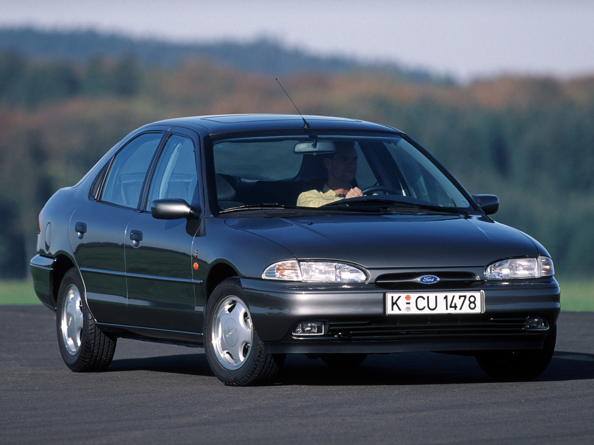 ford mondeo hatchback 1993 1996 ford mondeo hatchback 1993 1996 photo 01 car in pictures car. Black Bedroom Furniture Sets. Home Design Ideas