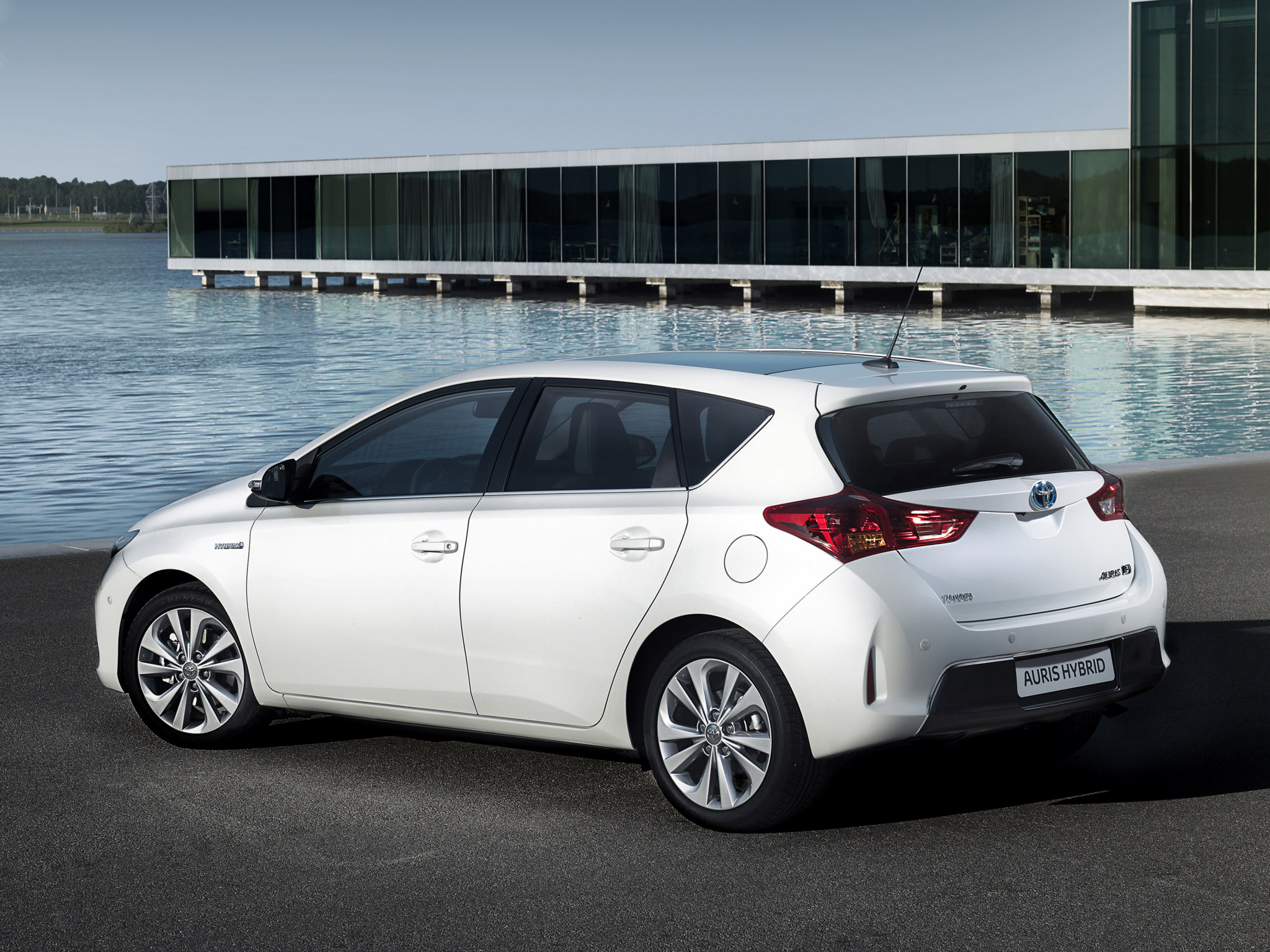 toyota auris hybrid 2013 toyota auris hybrid 2013 photo 10 car in pictures car photo gallery. Black Bedroom Furniture Sets. Home Design Ideas