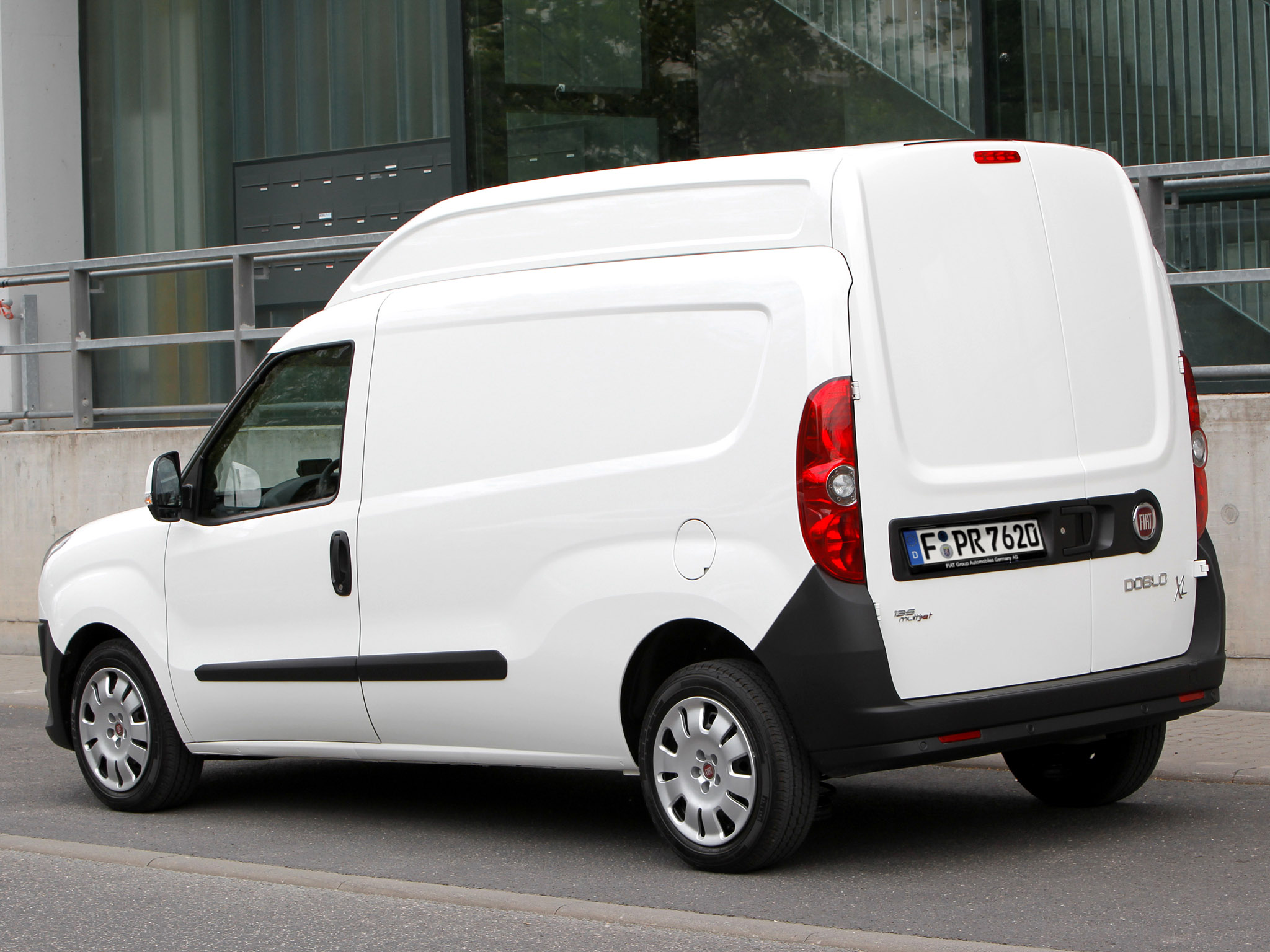fiat doblo cargo maxi xl 2012 fiat dobl cargo maxi xl 2012 photo 04 car in pictures car. Black Bedroom Furniture Sets. Home Design Ideas