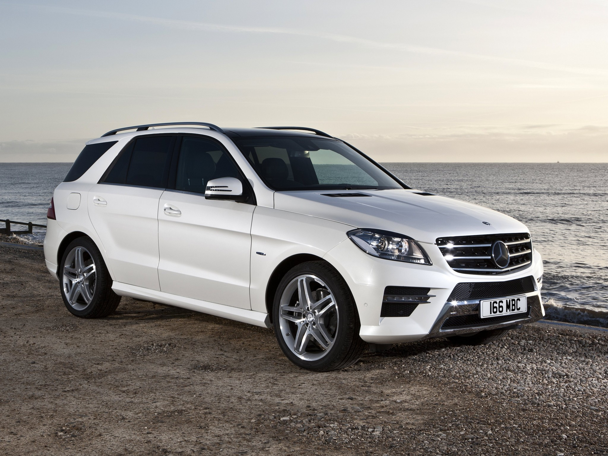 Mercedes ml 350 bluetec amg sports package w166 uk 2012 for Mercedes benz 350 ml 2013