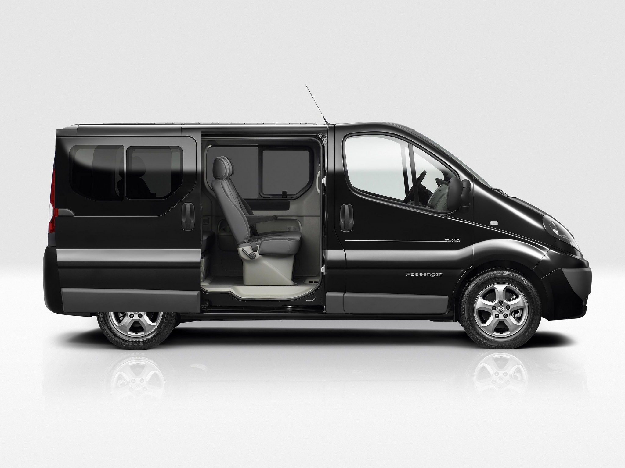 Renault Trafic Black Edition 2010 Photo 01 Car In Pictures Car Photo Gallery